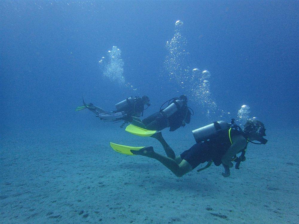 Divers at Moore Reef