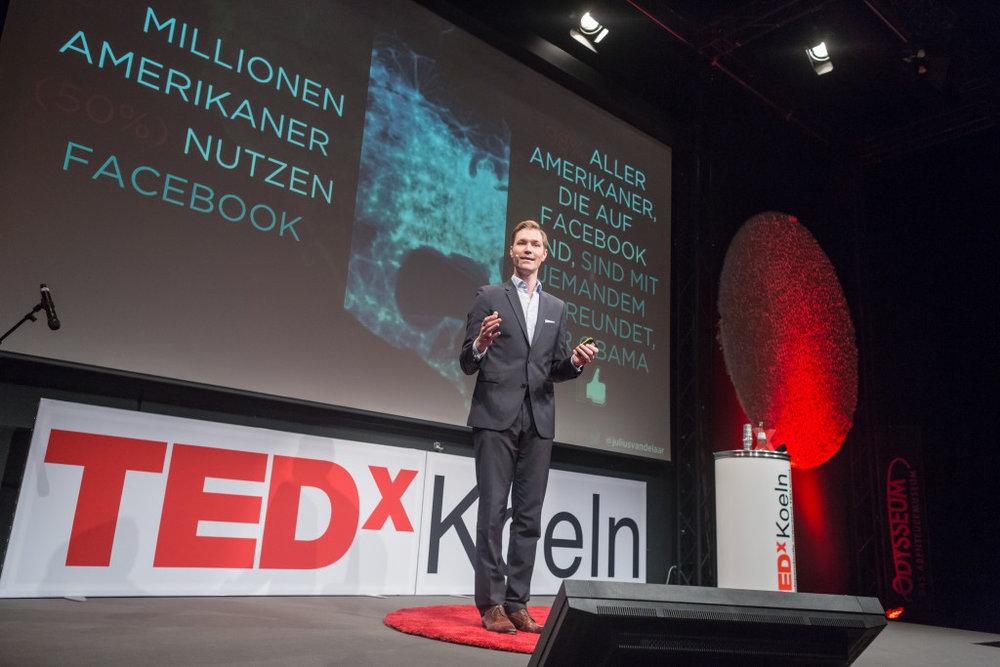 Julius van de Laar TED Talk Kopie.jpg
