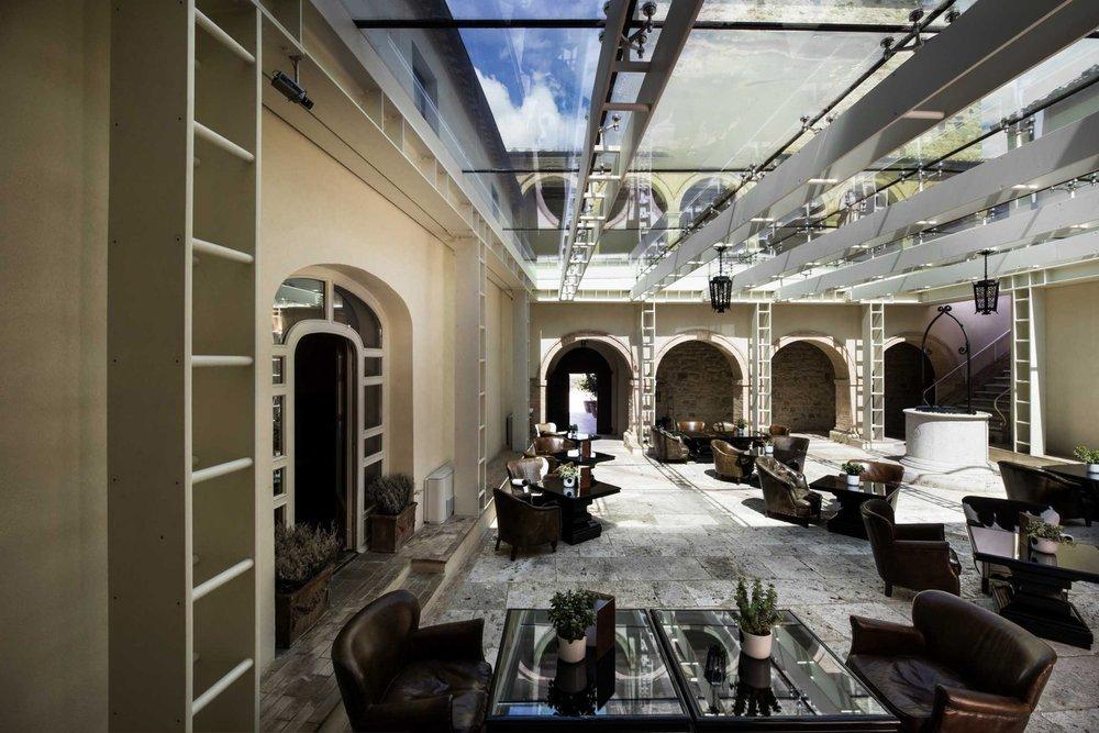 hotel-spa-castello-di-velona-montalcino-cloister-01.jpg