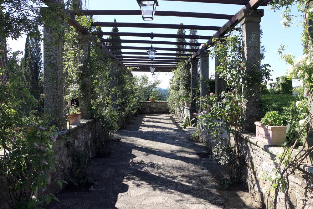 Villa_di_bivigliano,_pergolato_04.jpg