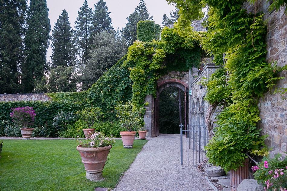 Italian-garden-on-wedding-day-at-Castello-di-Vincigliata.jpg