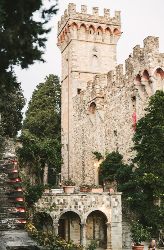 castle-venue-in-tuscany.png