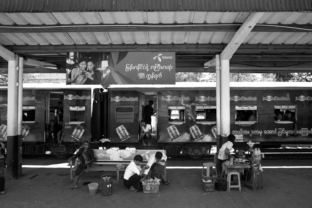 Kasia Kolmas Myanmar Yangon Train-1a.jpg