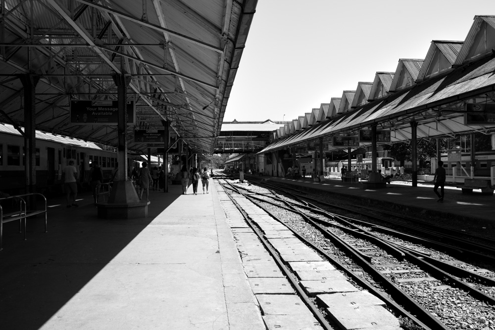Kasia Kolmas Myanmar Yangon Train-18.jpg