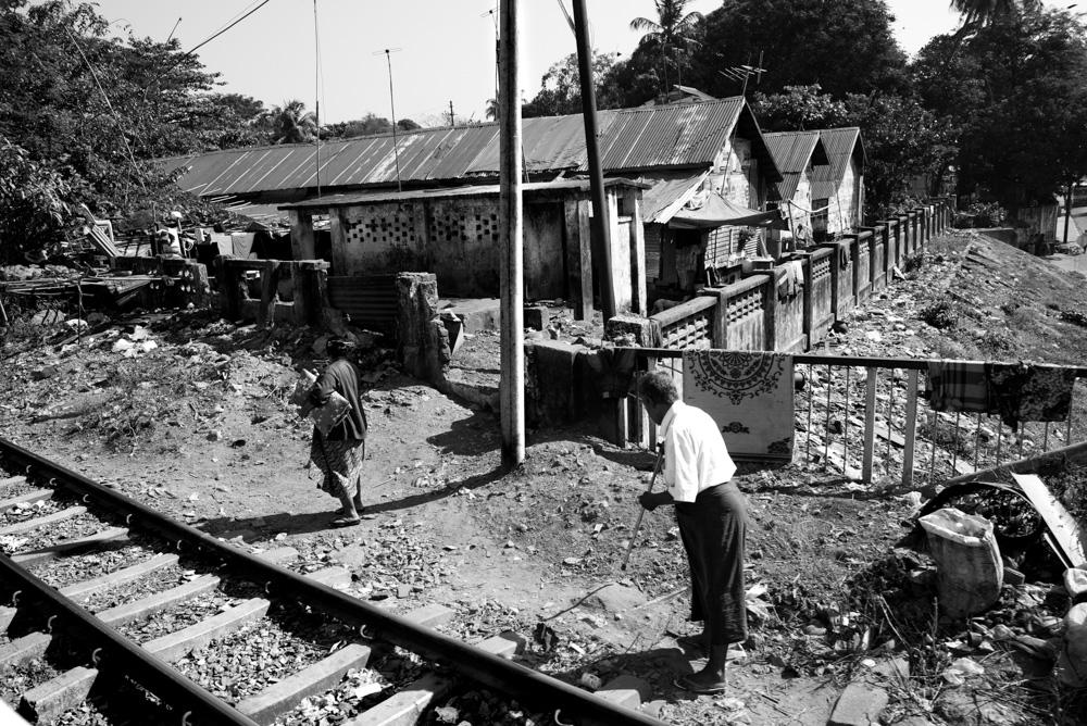 Kasia Kolmas Myanmar Yangon Train-4.jpg