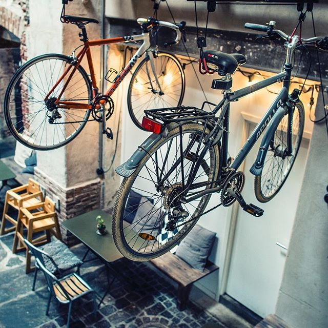 Amsterdam ❌❌❌, bikes, bikes, bikes 🚲 Referral programs are perfect for referring bikes. Shopowner? Let your customers refer a bike to their friends, and reward them!! 💵 . . . . . . . . . . . . . #bikeshop #ecommerce #referralprogram #gazelle #batavis #vanmoof #ambassadors #brandidentity #buy #referral