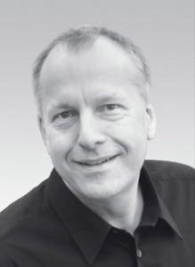 Dr. Günter Fritzsche   1989 Praxisgründung und Start mit CEREC 1. Fachzahnarzt für Oralchirurgie. Gründungsmitglied und Schriftführer der DGCZ. Seit 1991 Vorträge und Kurse im In- und Ausland. ISCD zertifizierter CEREC Trainer. CEREC Erprober.