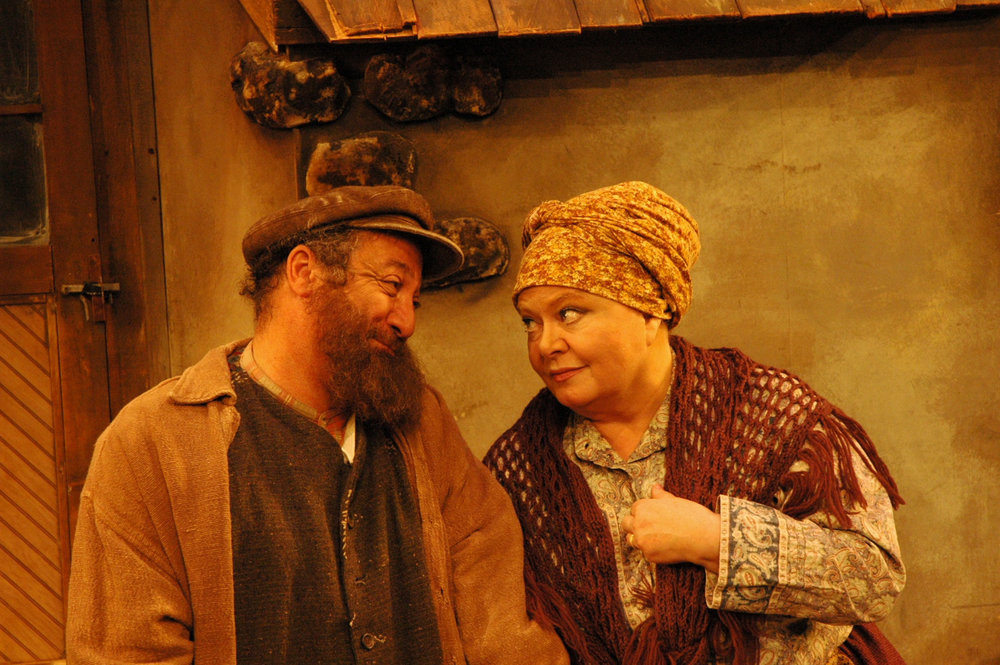 Eddie-Mekka-&-Sally-Struthers-in-Fiddler-on-the-Roof.jpg