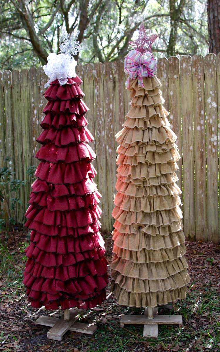 burlap christmas tree rose threads - Burlap Christmas
