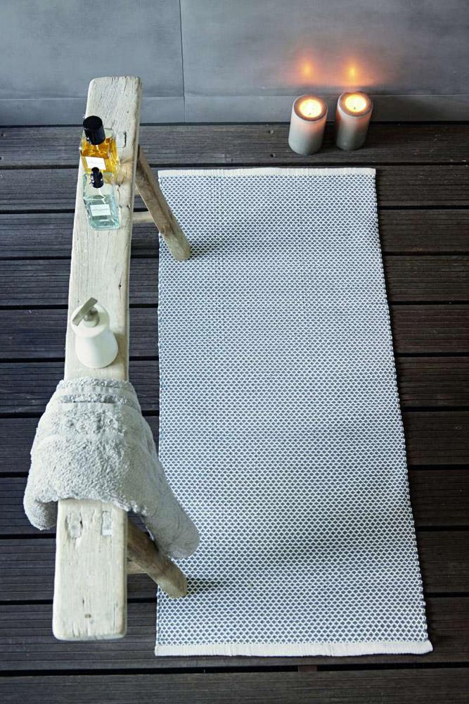 1-I-Tappeti-Collezioni-A-la-Page-Roma-moderni-colorati-diverse-forme-tappeti-sala-camera-letto-bagno-bambini-terrazzi-giardini-tappeti-facili-da-pulire.jpg