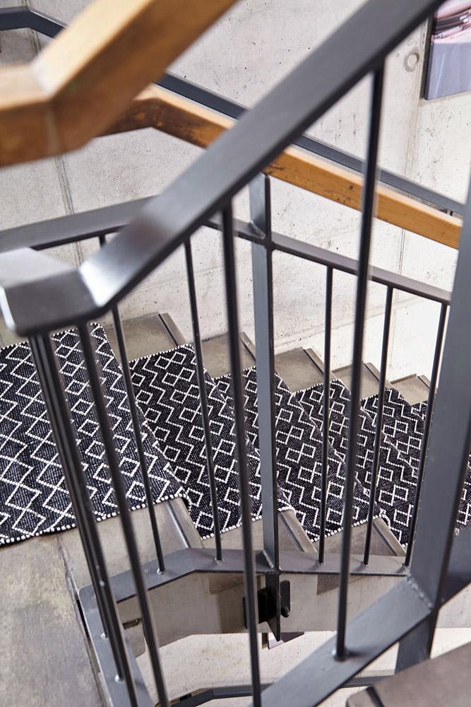 6-I-Tappeti-Collezioni-A-la-Page-Roma-moderni-colorati-diverse-forme-tappeti-sala-camera-letto-bagno-bambini-terrazzi-giardini-tappeti-facili-da-pulire.jpg