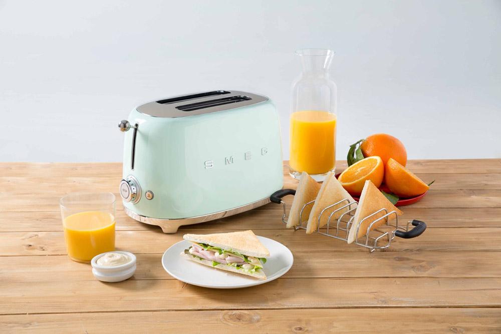 4-tostapane-smeg-la-tecnologia-dal-tocco-vintage-a-la-page-news.jpg