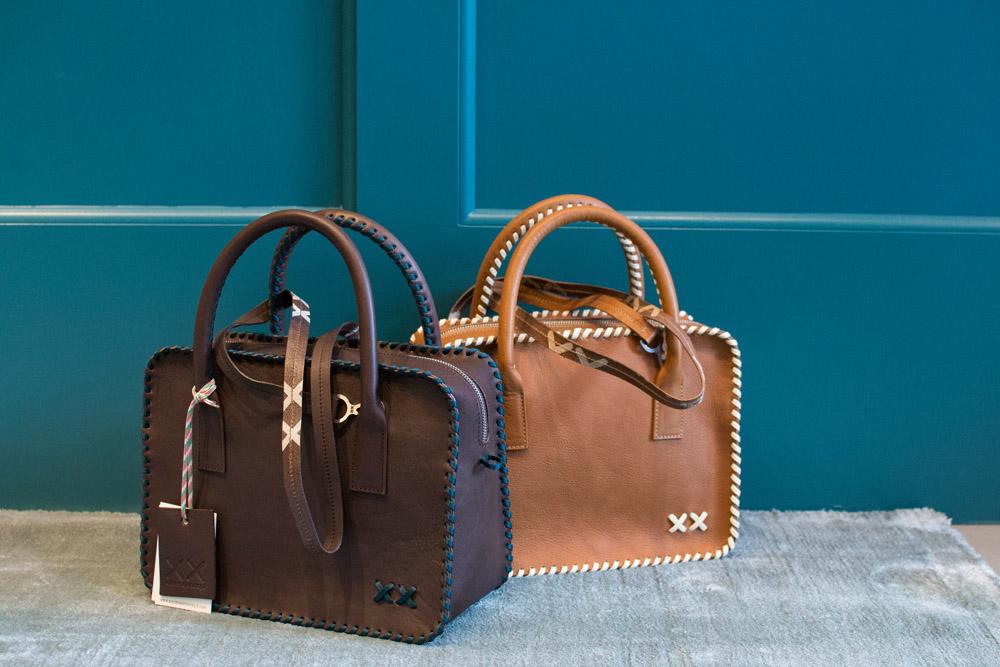 1-xx-cross-concept-le-borse-artigianali-in-pelle-e-cuoio-à-la-page-roma-news.jpg