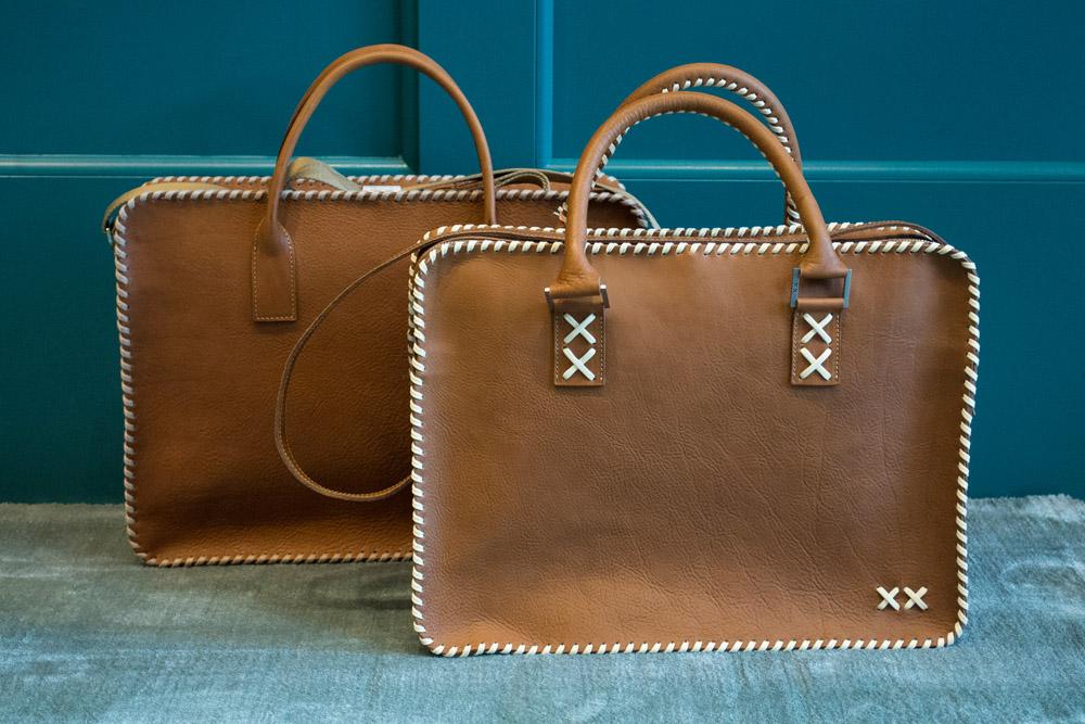 2-xx-cross-concept-le-borse-artigianali-in-pelle-e-cuoio-à-la-page-roma-news.jpg
