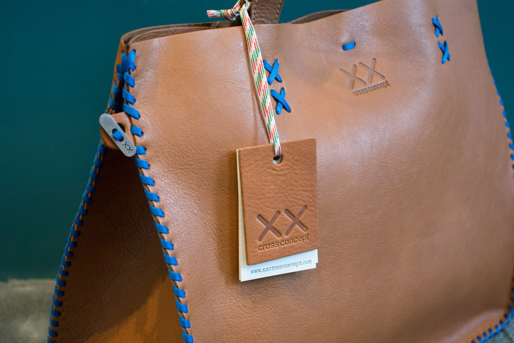3-xx-cross-concept-le-borse-artigianali-in-pelle-e-cuoio-à-la-page-roma-news.jpg