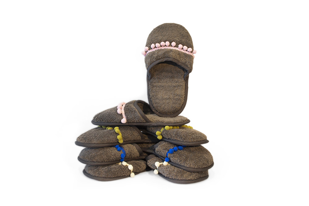 2-offerta-speciale-accappatoio-personalizzato-con-pantofole-omaggio-abbinate-à-à-la-page-roma-news.jpg