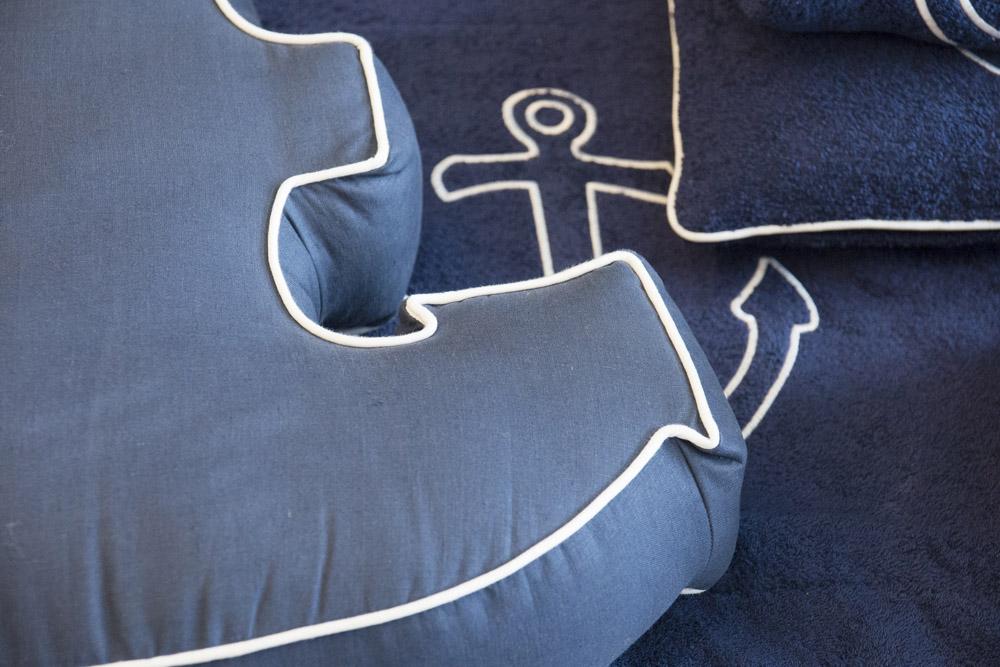11-Biancheria-accessori-coordinati-per-barca-yacht-su-misura-personalizzata-lenzuola-asciugamani-accappatoi-borse-da-cabina-da-mare-A-la-Page-Roma.jpg