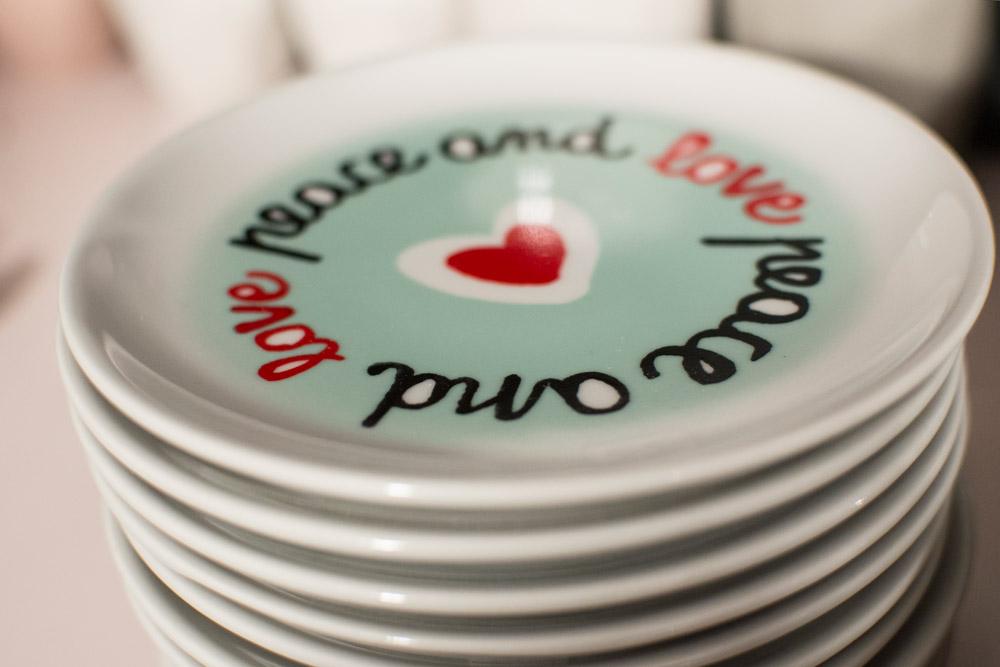 26-La-Tavola-Collezioni-A-la-Page-Roma-idee-per-apparecchiare-piatti-bicchieri-posate-originali.jpg