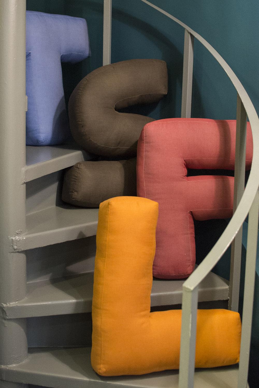 1-Collezione-Gli-oggetti-A-la-Page-Roma-lampade-teste-di-moro-Caltagirone-libri-arredamento-vasi-articoli-regalo.jpg
