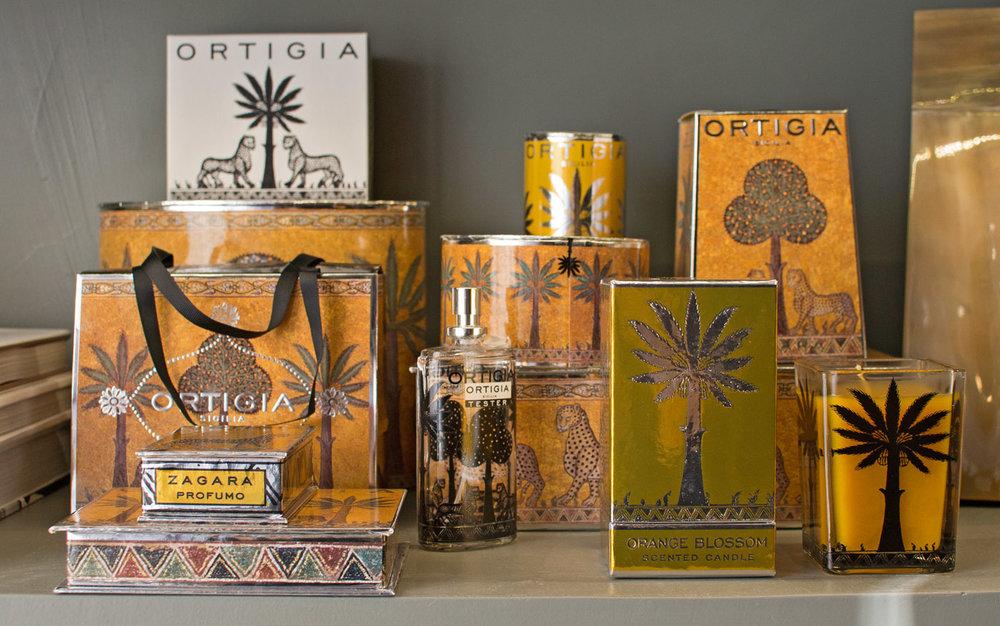 Banner-Le-Fragranze-Collezioni-A-la-Page-Roma-Arredamento-Decorazioni-particolari-per-interni-di-lusso.jpg