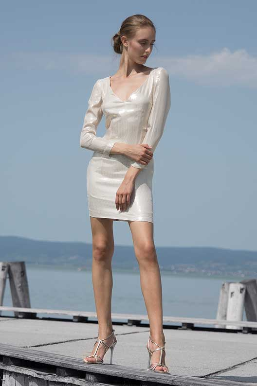 Walker_dress_Odysay_1.jpg