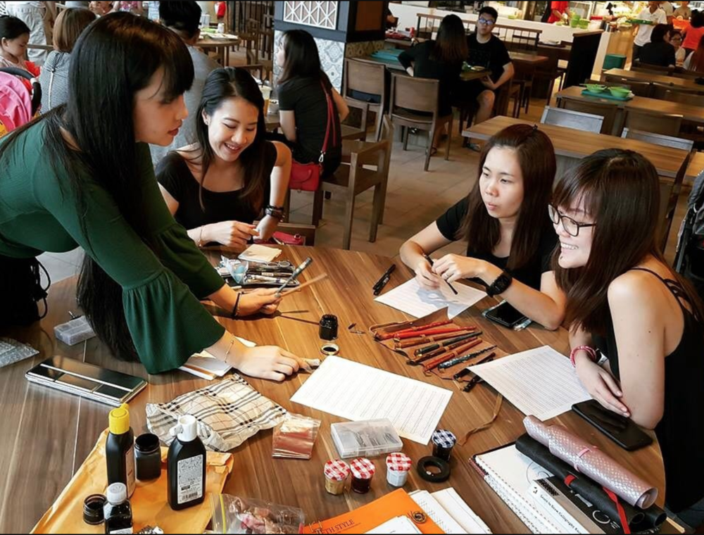 Rachel (In green top) facilitating as an anchor of  Beginner's Table  - A calligraphy and lettering meetup held every quarterly.
