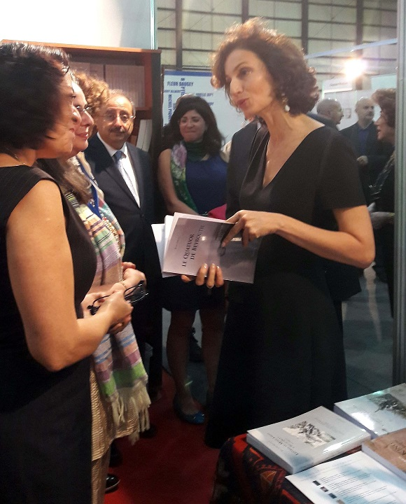 Madame Audrey Azoulay, ministre de la Culture et de la Communication, lors de l'inauguration du 23e Salon du livre francophone de Beyrouth le 4 novembre 2016, en compagnie de Myra Prince, directrice des éditions Geuthner et de l'auteur. © Hélène Page