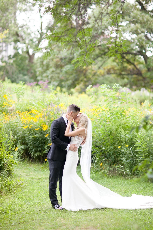LisaDiederichPhotography_Kathryn&Charlie_ChicagoWeddingPhotographer-26.jpg