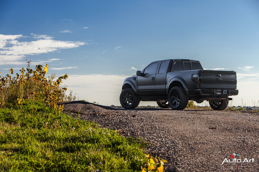 ford-raptor-matte-black-supercharged.JPG