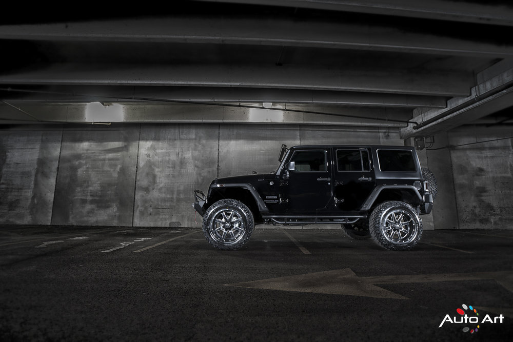jeep-custom-wheels-black-tires.JPG