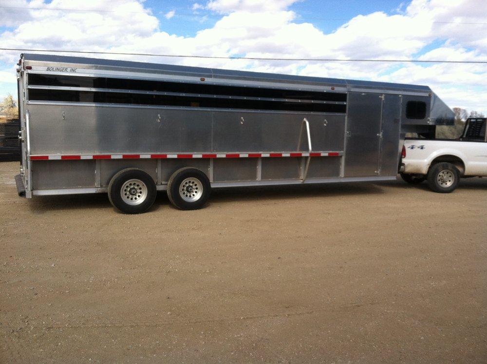aluminum.horse.shuttle.trailer.long.livestock.wy.bolinger.bull.JPG