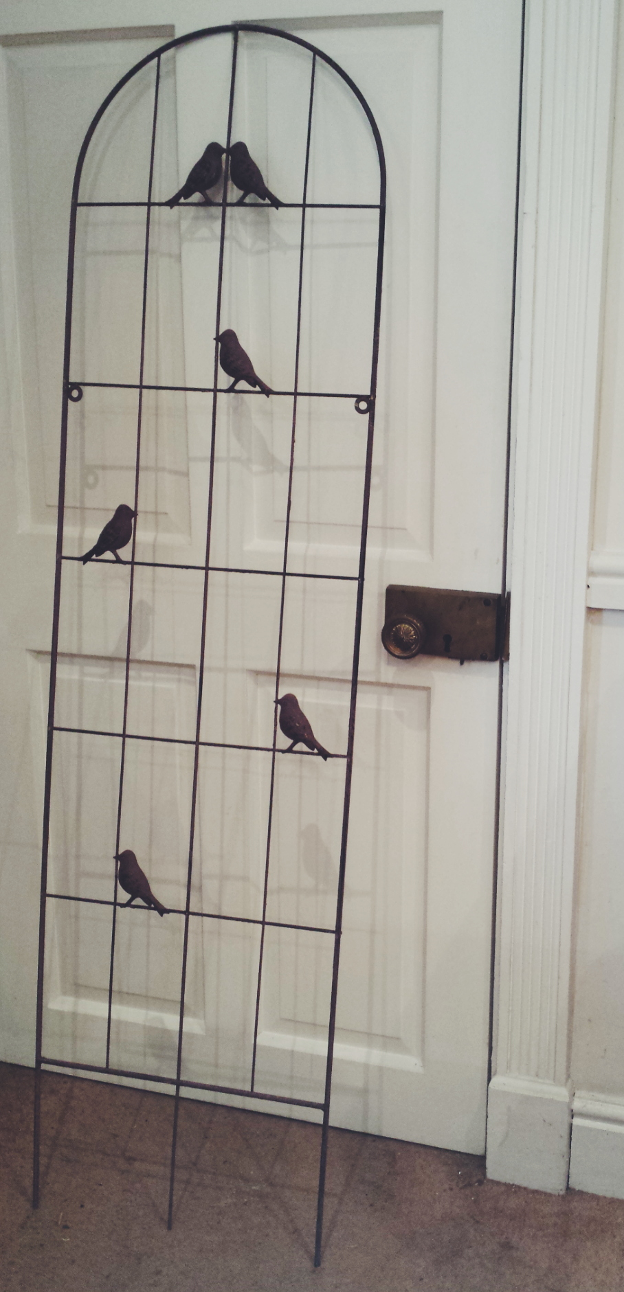 Metal lovebird stand £15 to hire