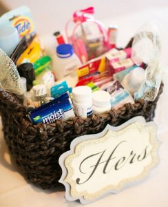 http-::www.weddingpartyapp.com:blog:2014:08:25:pamper-wedding-guests-diy-bathroom-essentials-basket: