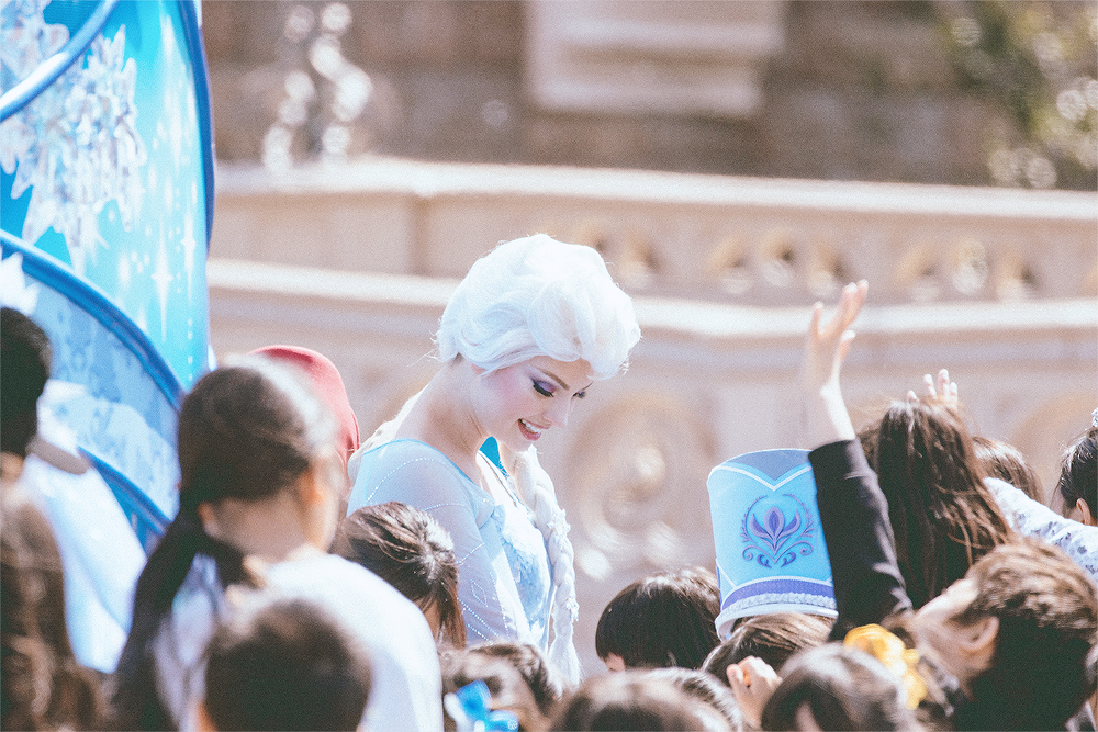 Winter Greeting is such a special show. This is the closest these children have gotten to Elsa and Anna because they do not have a meet and greet. Considering just how popular they are, I wonder if TDL will ever have a m&g or a safe way to not get mobbed by adoring fans.
