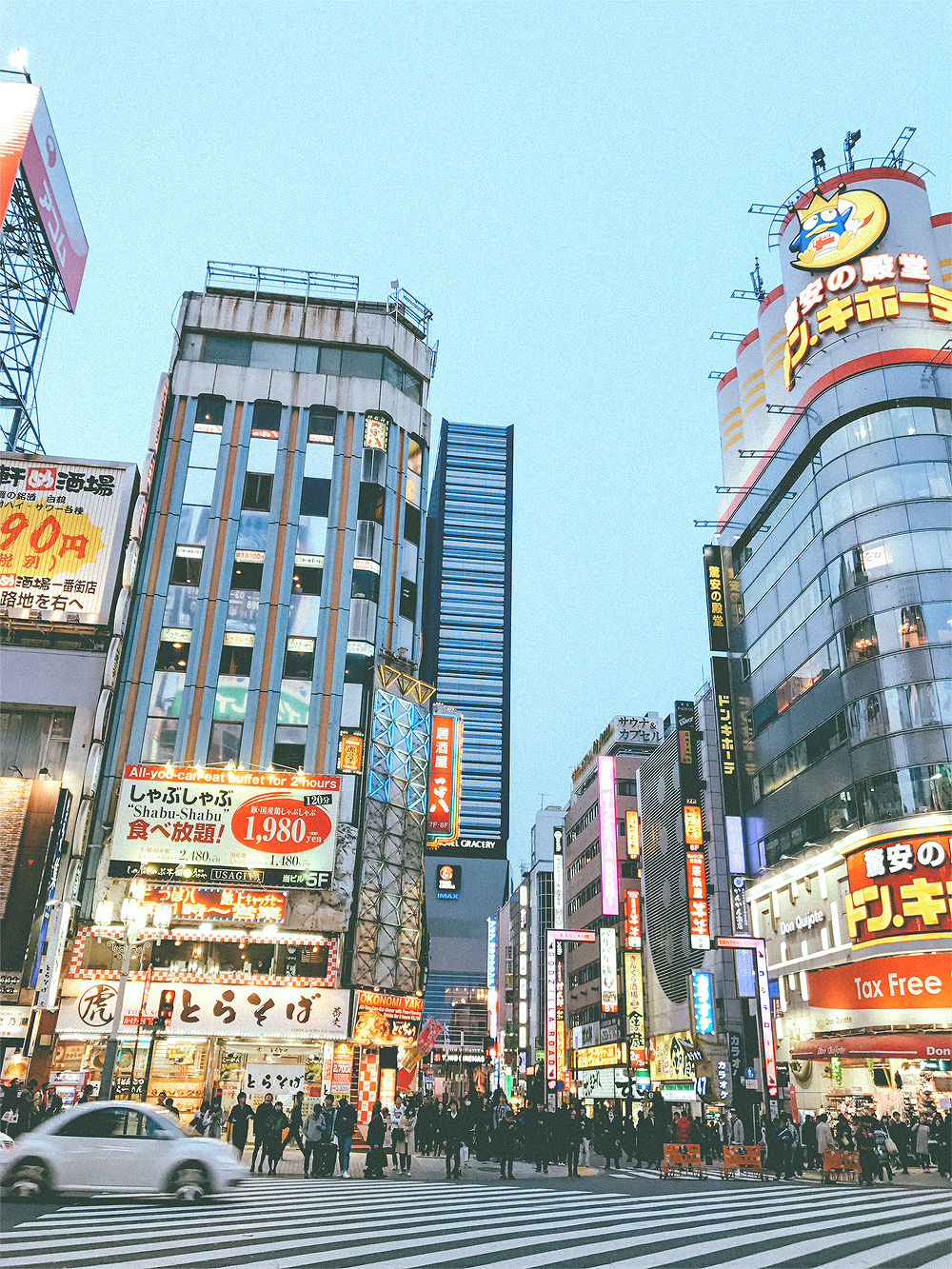 The busy streets of Shinjuku actually reminded me of a safer, cleaner, LA. After a brief visit to the TOHO Theater for exclusive Moana merchandise, we headed back to Maihama station. We had plans to meet up with a friend later for a yummy sushi dinner.