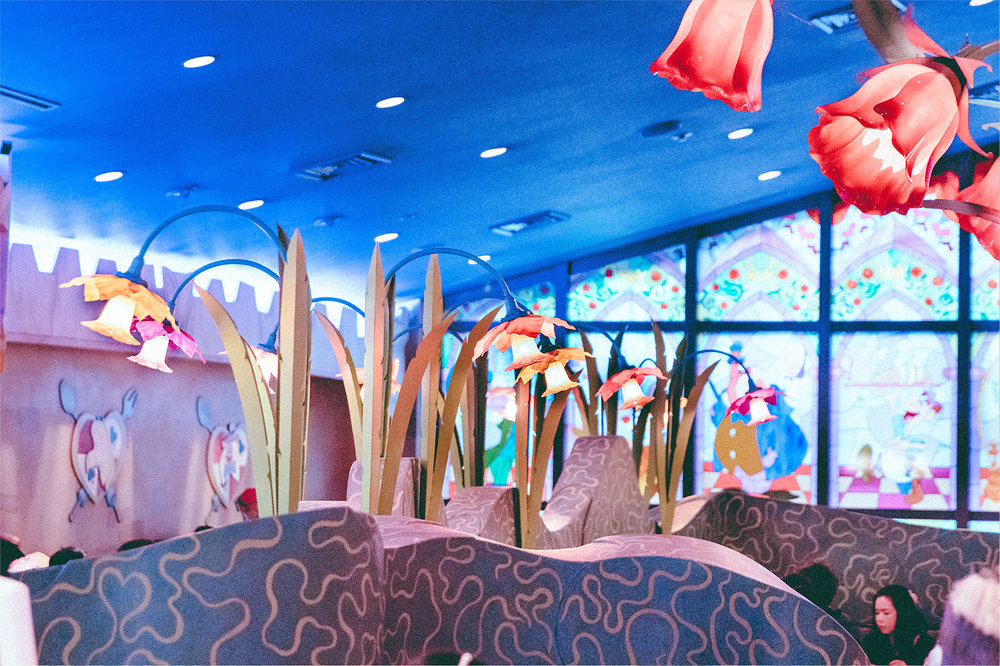 The dining hall is large and will immerse any Alice in Wonderland fan.