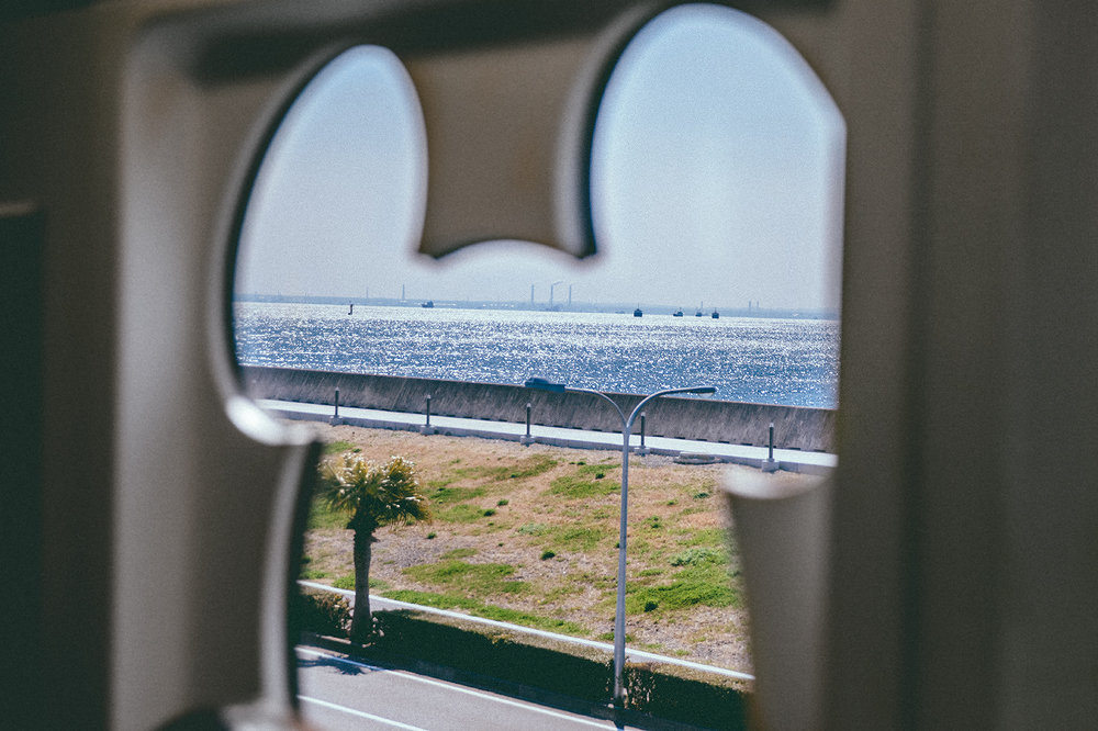 The ocean view as seen from the monorail is quite a sight! As we started our last full day at Tokyo DisneySea, we had a LARGE list of things we still needed to see. The trouble with TDR and just Japan, in general, is that you'll never be able to experience it all. This was our catch up day.
