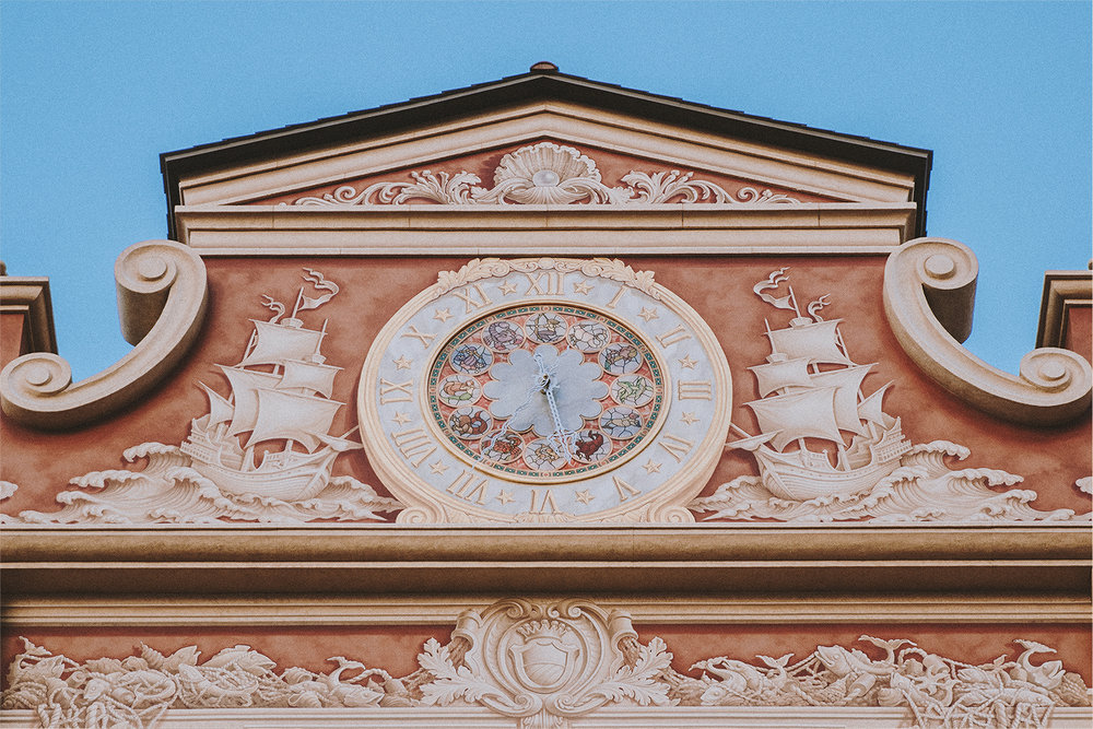 Since a lot of the facade is painted around the harbor, I was confused whether or not this clock is real. It is, in fact, a real working clock and a gorgeous one at that.