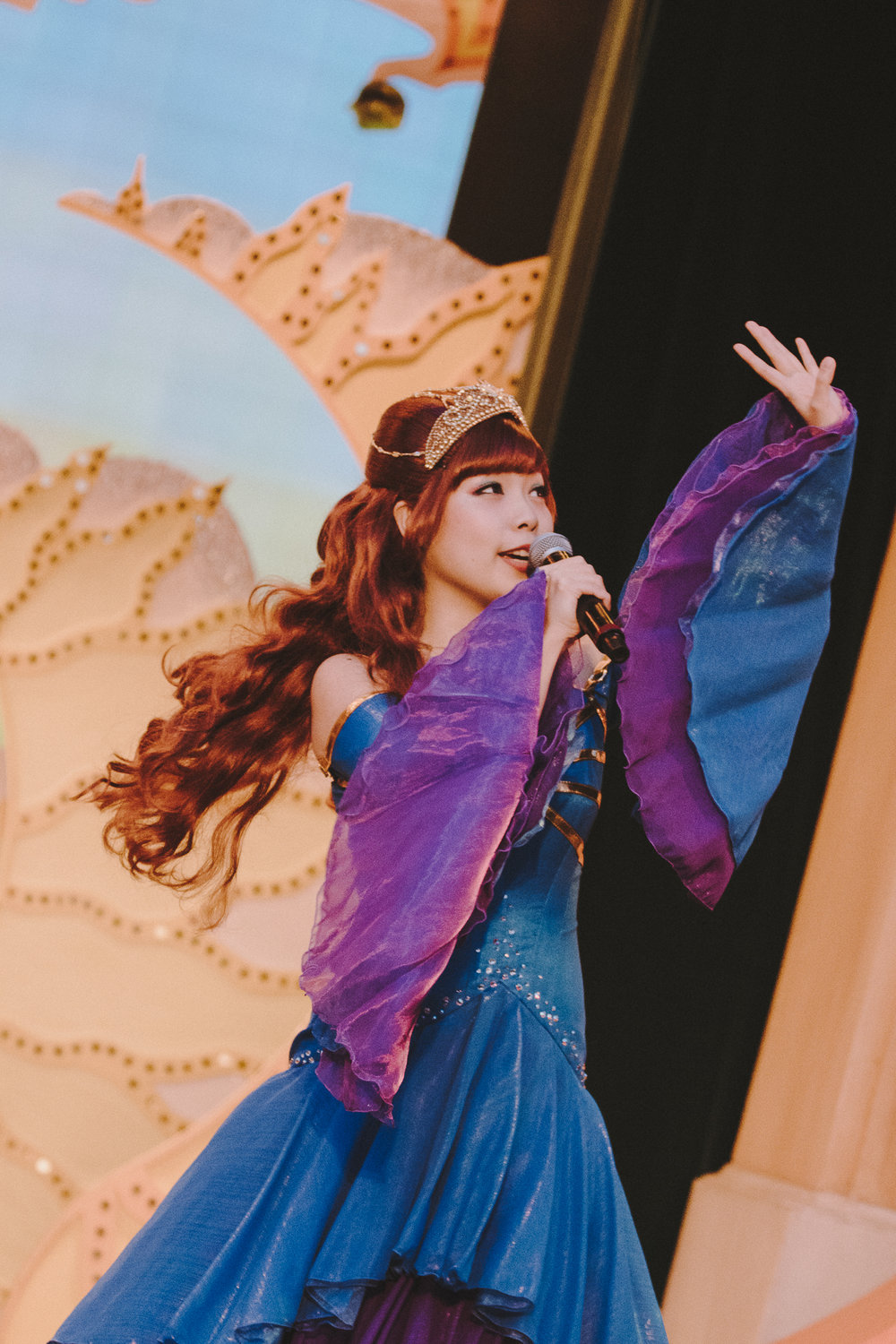 All the songs from Minnie Oh! Minnie originated from Latinx artists and are performed live in Japanese, English, and Spanish.