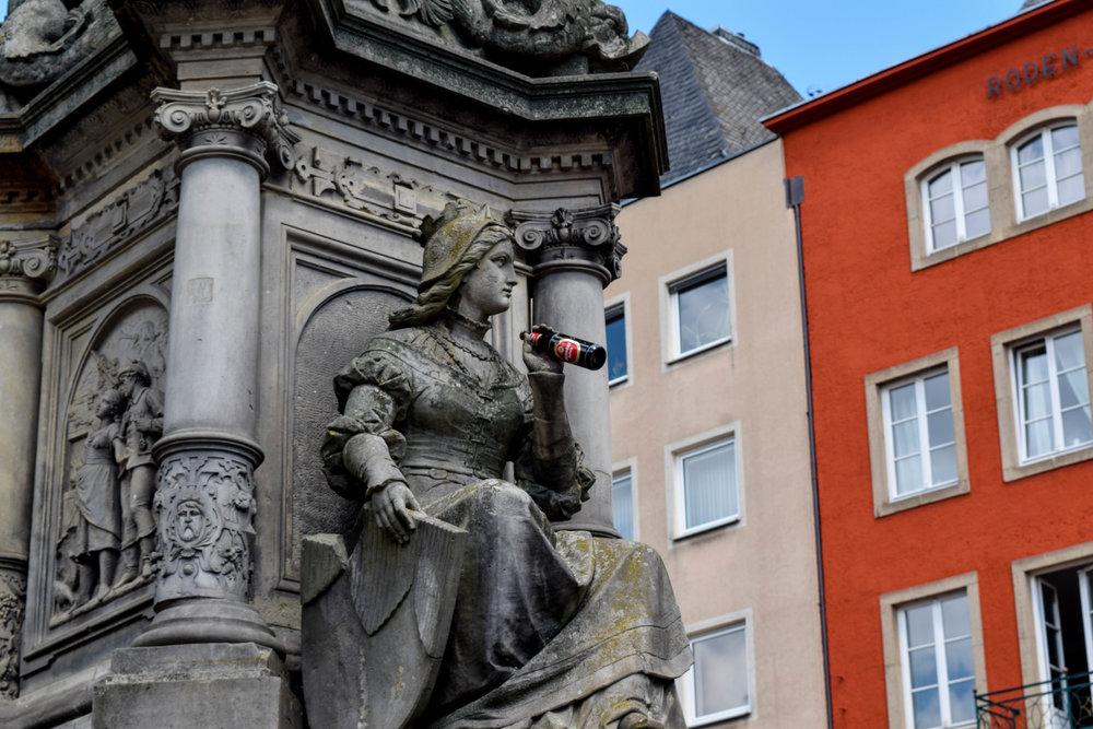 Statue of a woman enjoying a Kölsch beer