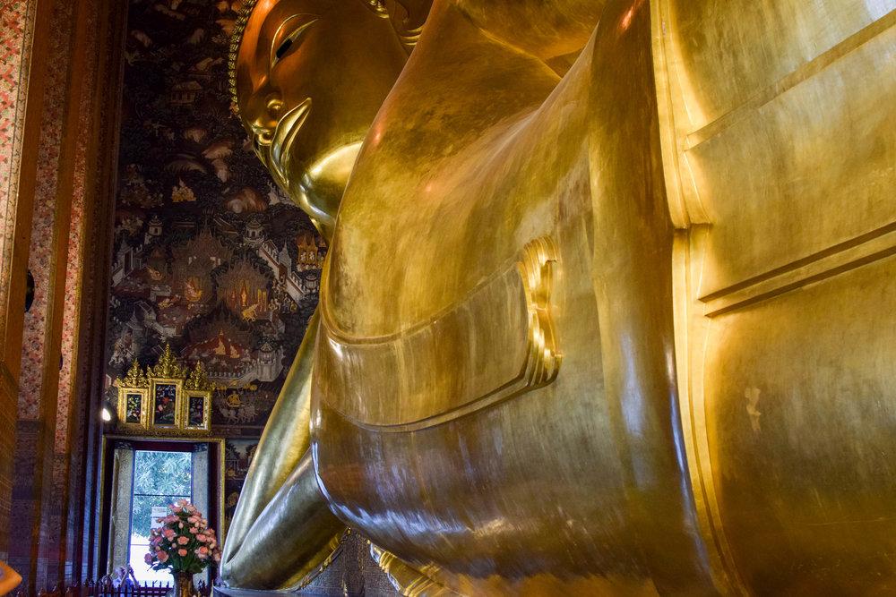 That's one big Buddha.