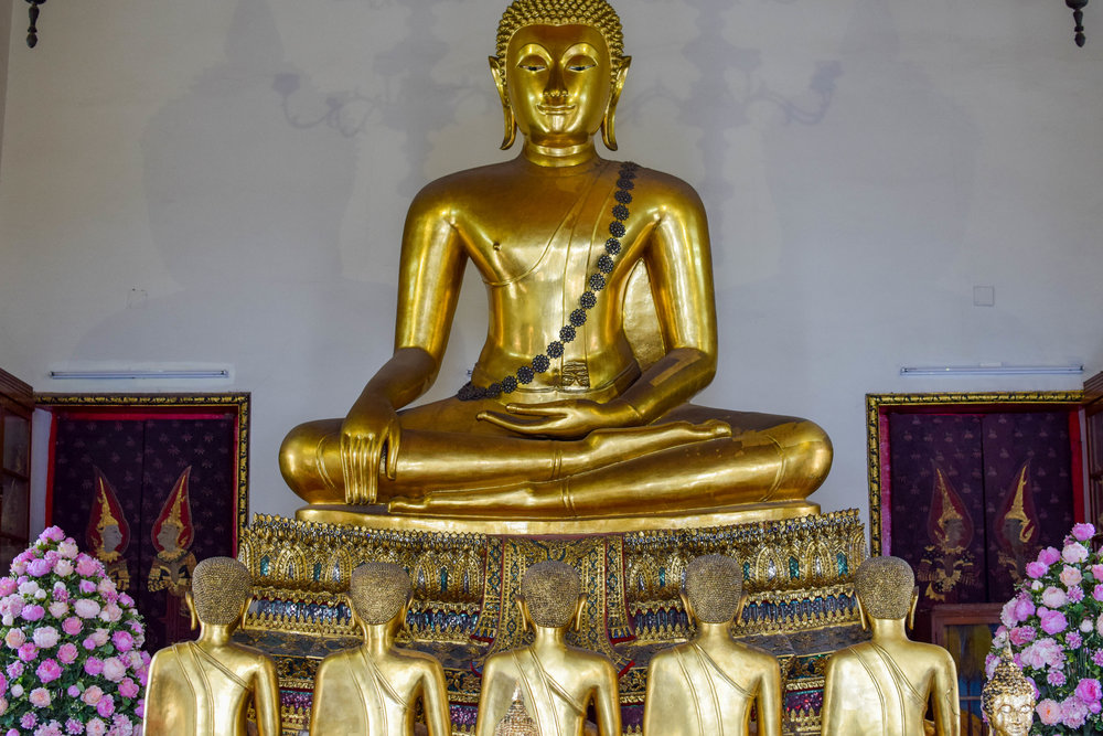 More depictions of Buddha inside Wat Pho.