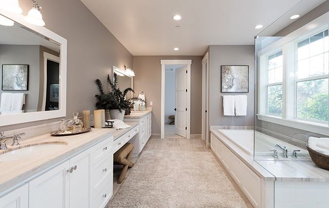 A little bathroom inspiration to send you into the weekend! Absolutely stunning limestone finishes in this gorgeous master bathroom...and notice how well the staging warms it up. 😍😍😍#branaghrealty #walnutcreekrealestate #lamorindarealestate #realtor #walnutcreek #dreamhome #bathroomdecor #luxuryrealestate #branaghdevelopment
