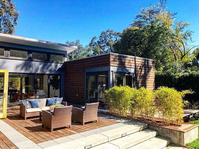 First Blue Homes spotting in the wild.  A pretty cool pre-fab option for California modern style. What's your take on pre-fab homes, awesome or too cookie cutter?