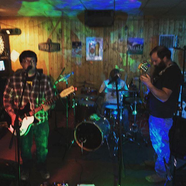 Pigasus sighting in Lander!  Starting Memorial Day weekend off with some sweet rockin' tunes! https://facebook.com/pigasusmusic/