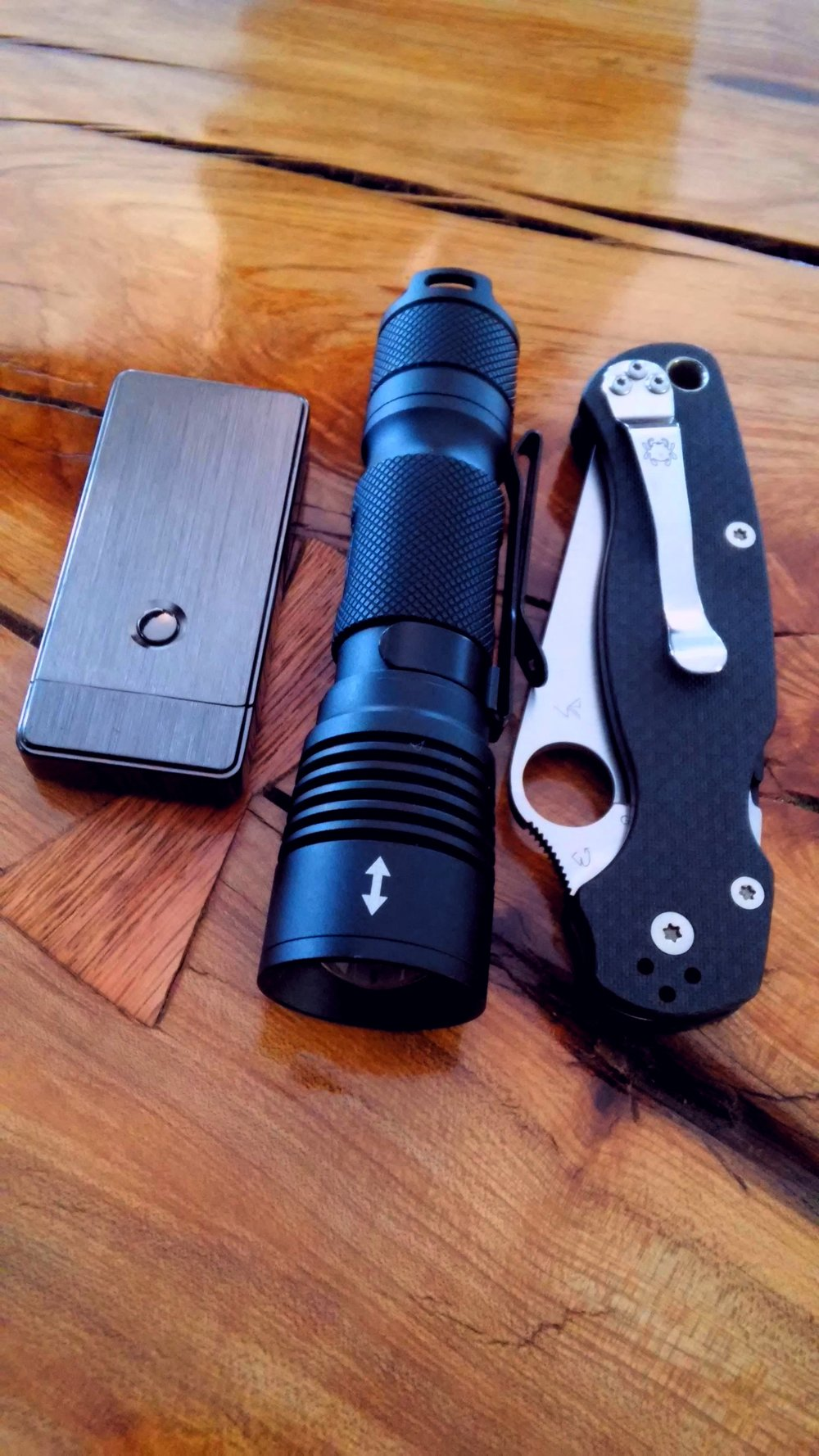100Kcd Zoomie, Carbon Fiber S90v Spyderco Paramilitary2, Tesla lighter