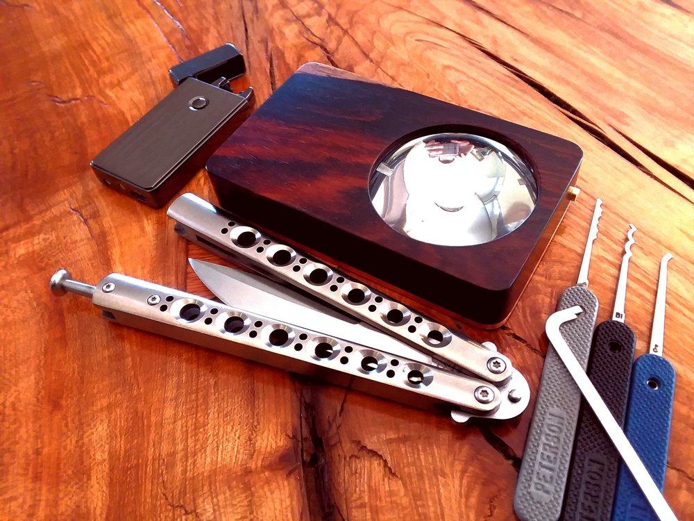 EoS in cocobolo with copper heatsink, Peterson lock picks, Tesla lighter, Benchmade model 42