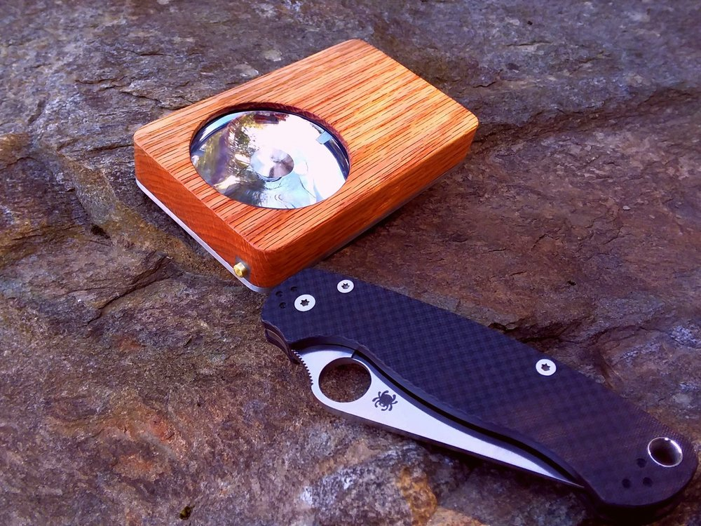 Eye of Sekhmet. Oak over Aluminum. Spyderco Para2 carbon fiber  S90v