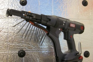 "<div style=""white-space: pre-wrap;"">Grip-Lok® Auto-Feed System with Bullseye™ nose adaptor</div>"
