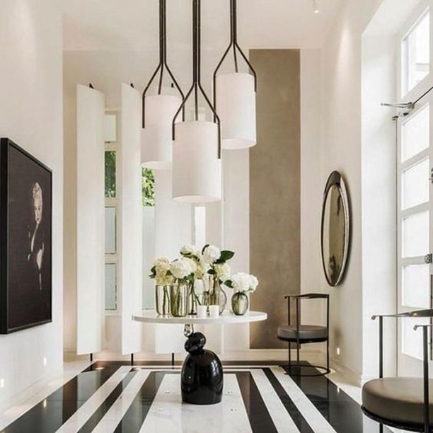 Large scale pendants and #blackandwhite floor makes for a stunning first impression. Design: Kelly Hoppen #modern #interiordesign #interiordetails #interiorstyle #designlovers